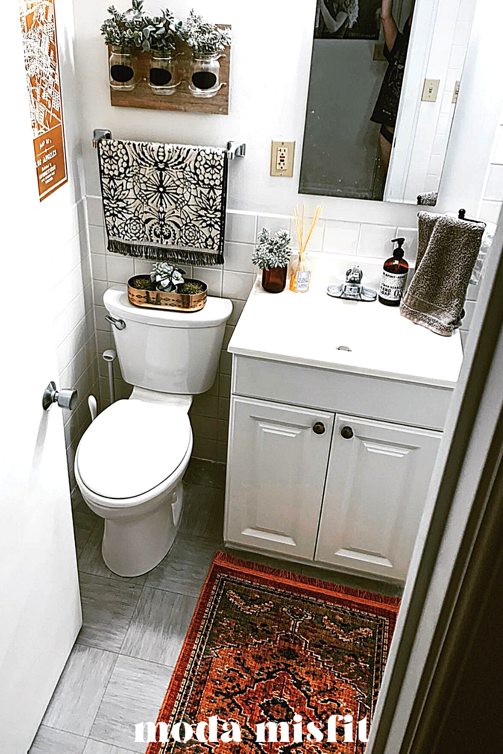 Small Apartment Bathroom Ideas How To Make A Tiny Bathroom Pretty Moda Misfit In 2020 Small Apartment Bathroom Small Bathroom Decor Bathroom Decor Apartment