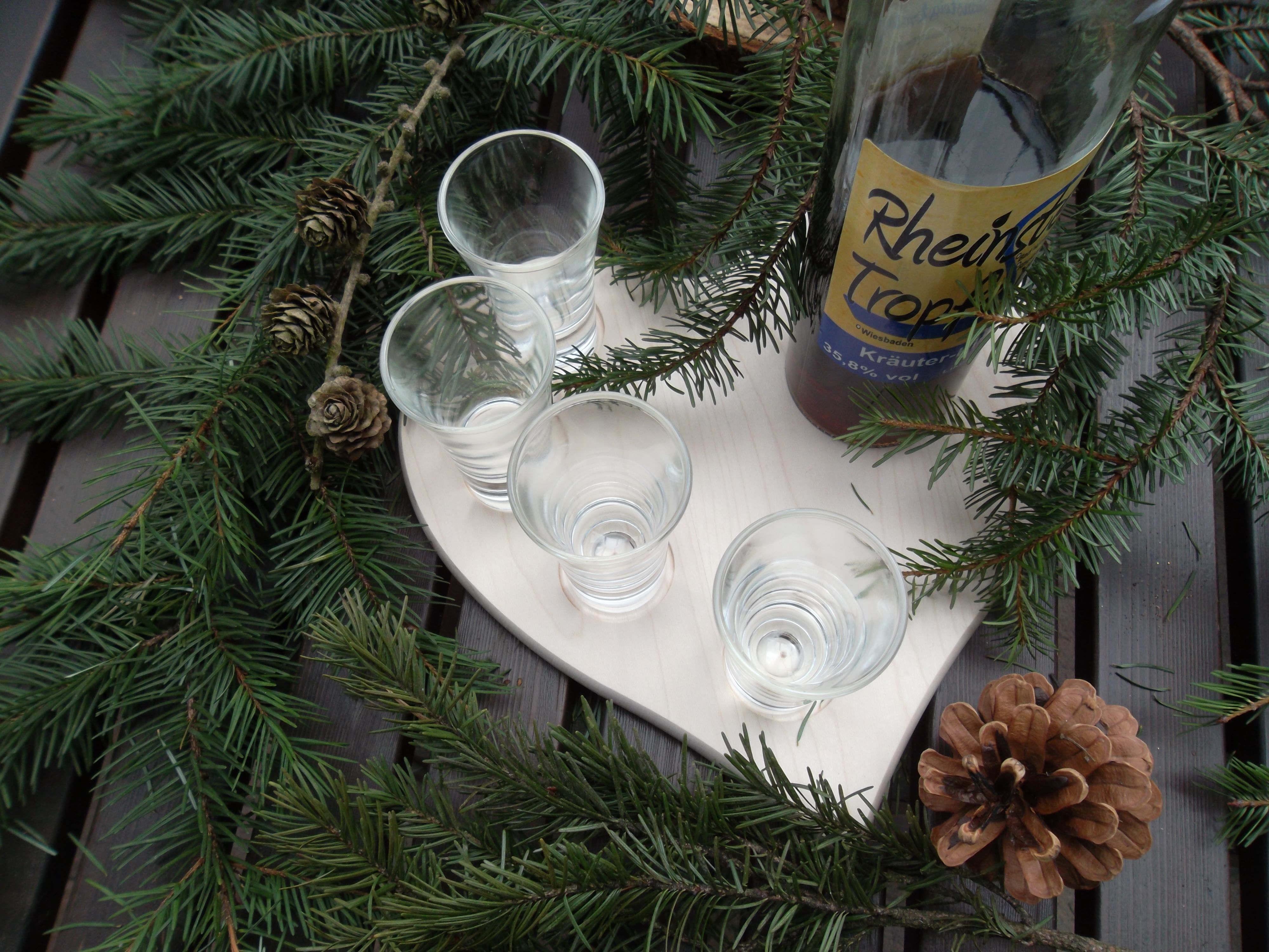 Ahorn Holzherz mit Vertiefungen für Schnapsgläser und Flasche ...
