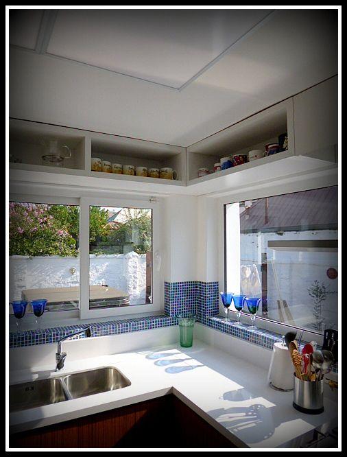 Cocina compuesta por frente de puertas postformadas con textura ...