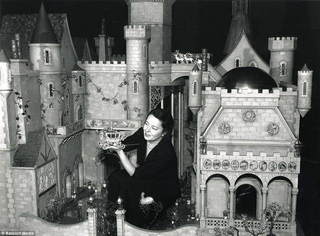 Dollhouse worth $7000000, hand painted by Walt Disney, owned by actress Colleen Moore