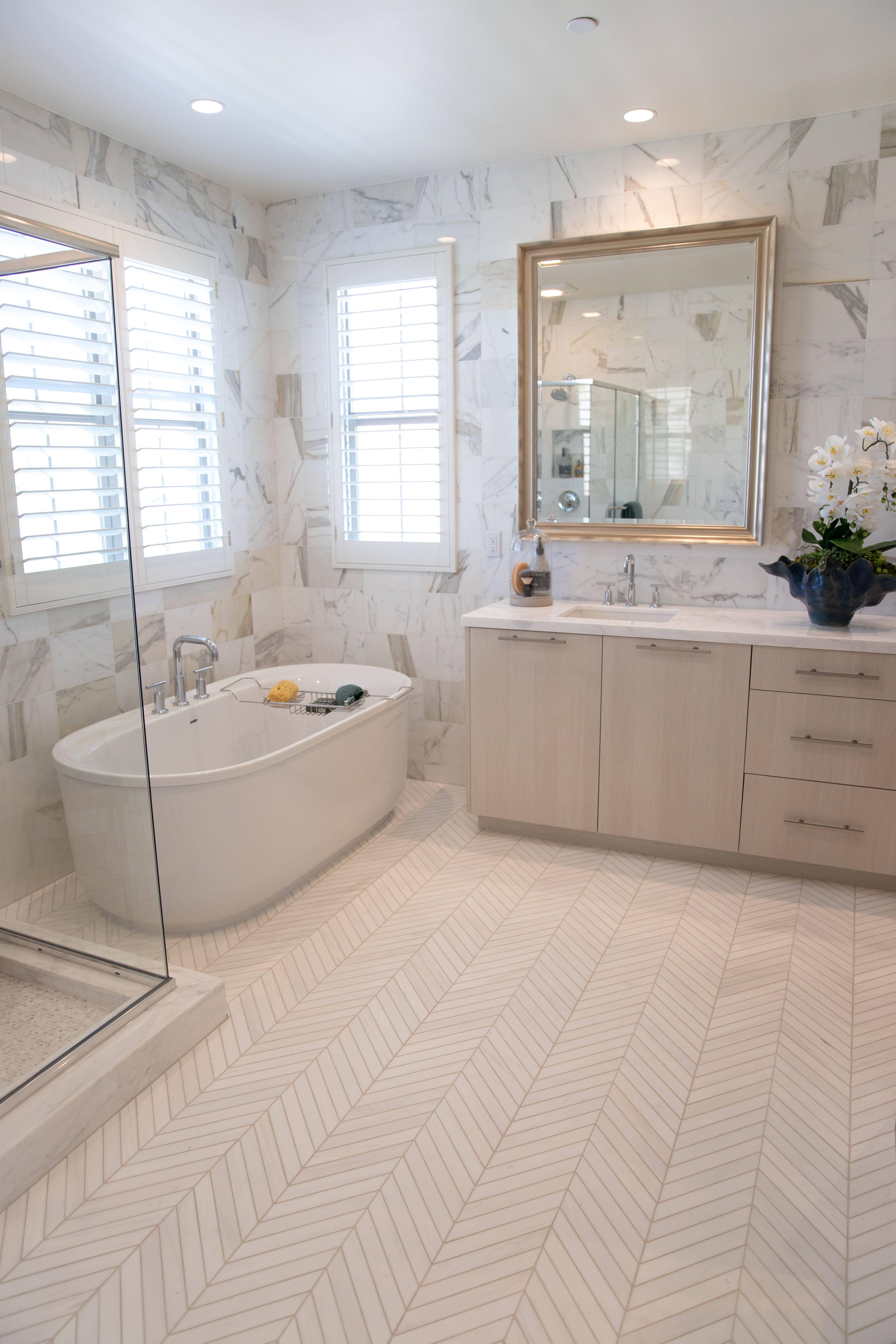 Luxurious Master Bath Corner Tub Shower White Bathroom Tiles Bathroom Design