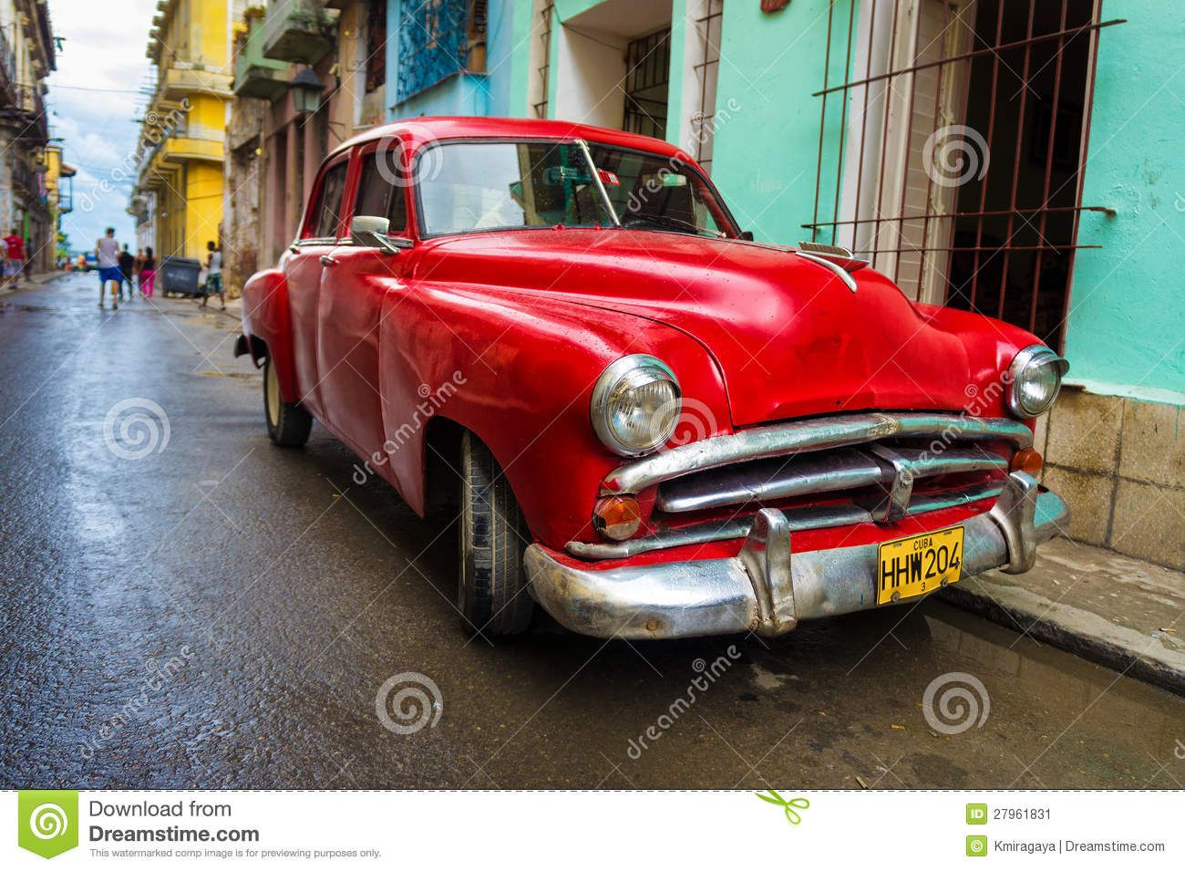 old time cars | Old classic car in a shabby neighborhood in Havana ...