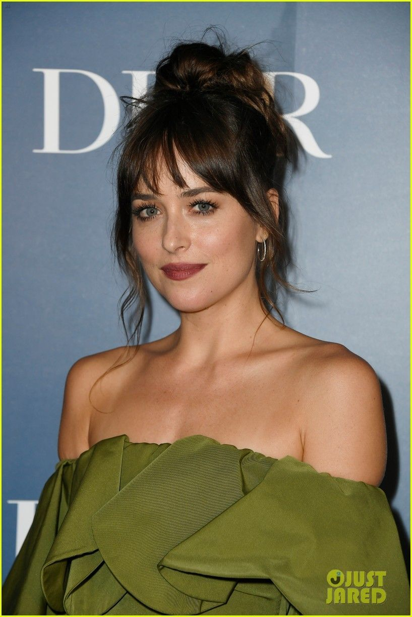 How To Style Side Swept Bangs Like 30 Of The Chicest Celebrities Dakota Johnson Hair Long