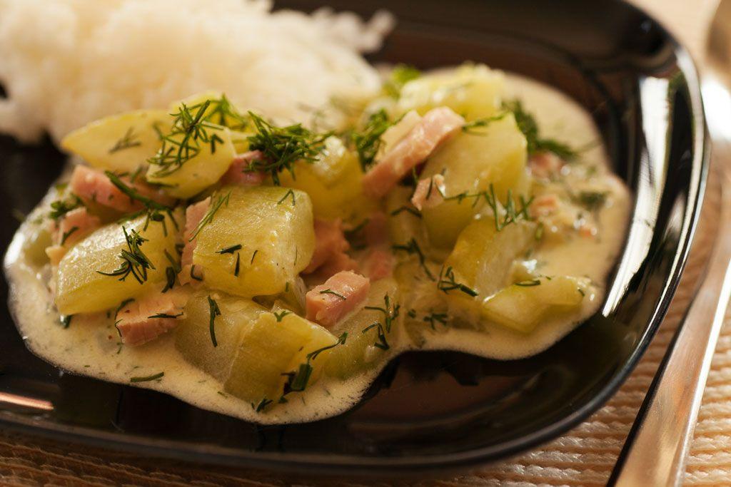 Gurkengemüse mit Kochschinken und Basmatireis.