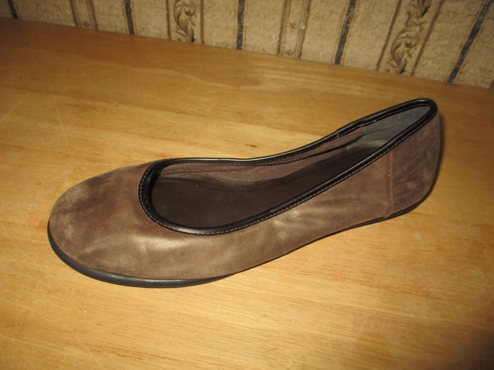 b96940df5d8 EUC women s CLARKS CUSHION SOFT brown leather flats - size 8 - cute!!   fashion  clothing  shoes  accessories  womensshoes  flats (ebay link)