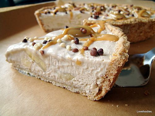 Caramel Pecan Butter Banana Pie - Lovefoodies hanging out! Tease your taste buds!#.Ud_t1EHI2Sq#.Ud_t1EHI2Sq #bananapie