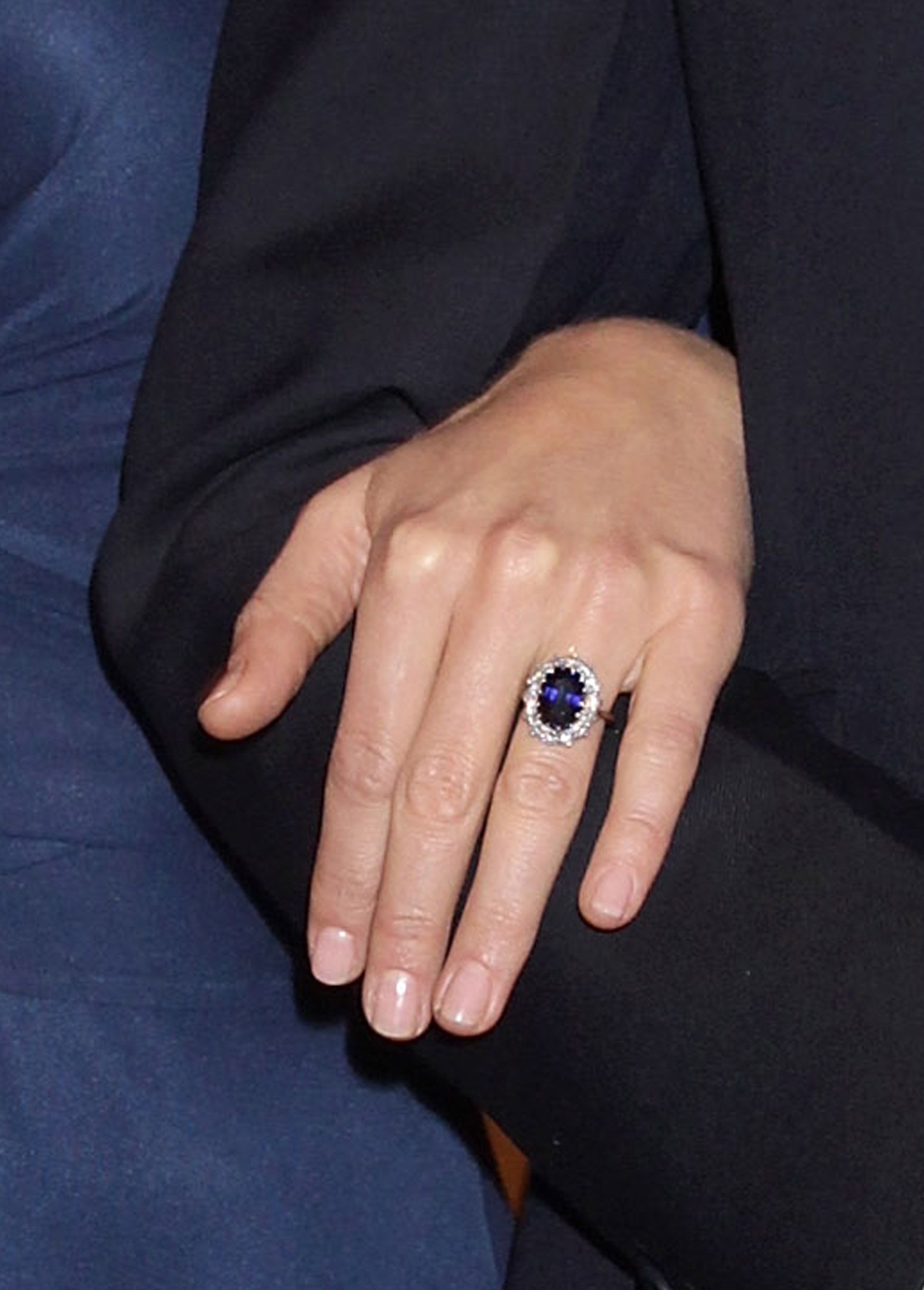 middleton engagement beautiful faux kate davison instead continues rings rosanna rocking of ring wedding