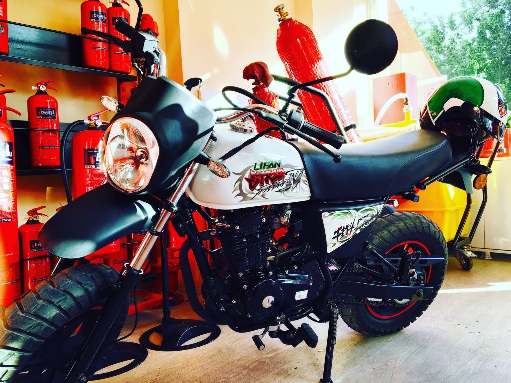 siyah ve beyaz standart motosiklet in Eskişehir - letgo