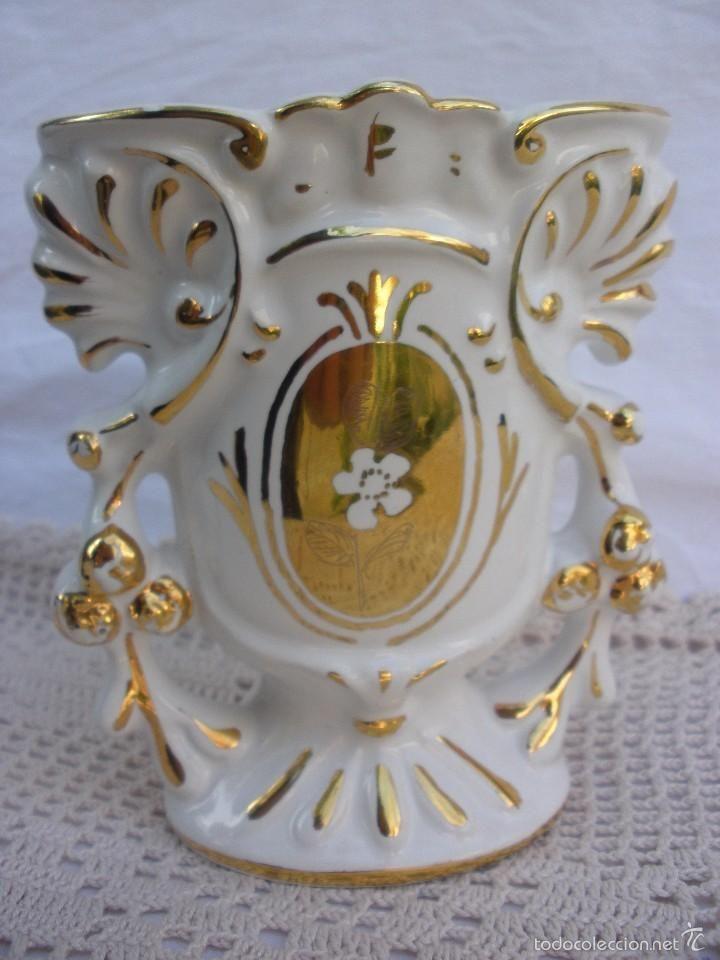 Jarrón de porcelana con dorados de principios del XX