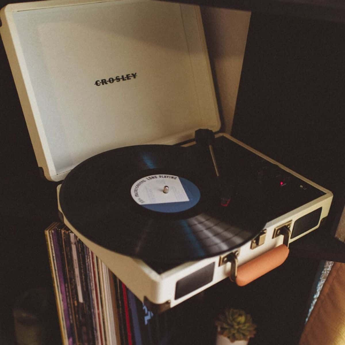 What Does Vintage Mean When You Buy Sell Online In 2020 Vinyl Record Player Turntable Record Player