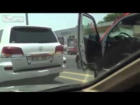 اماراتي يعتدي على هندي بعد حادث سيارة برمضان ـ حشومة عليه ـ Youtube Man Indian Man