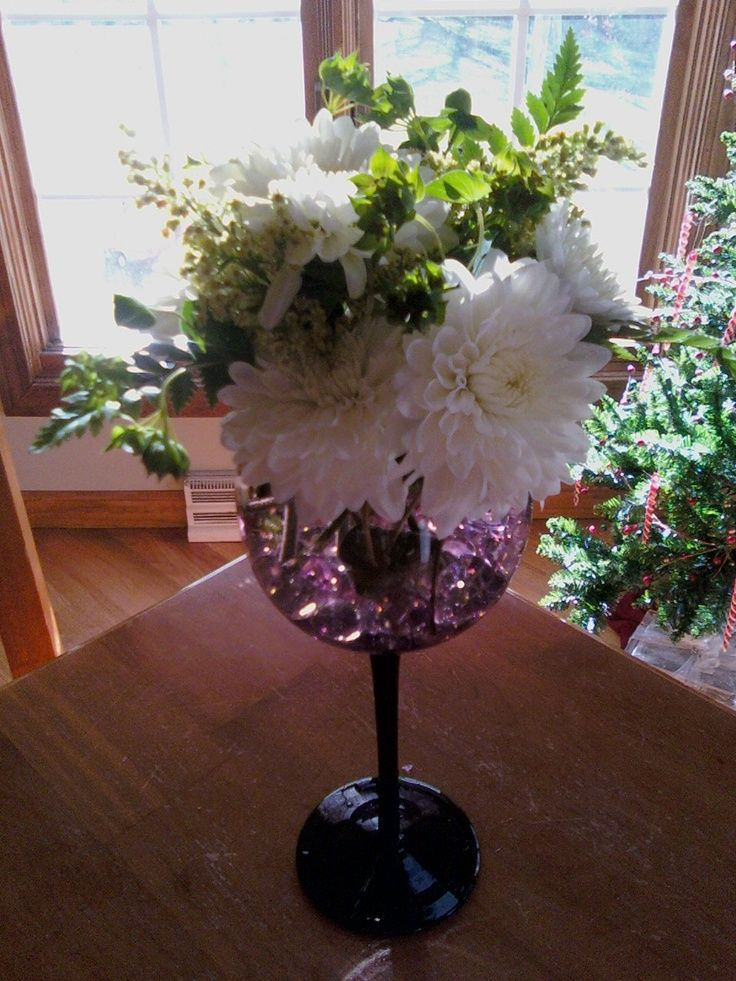 Flower arrange in wine glass