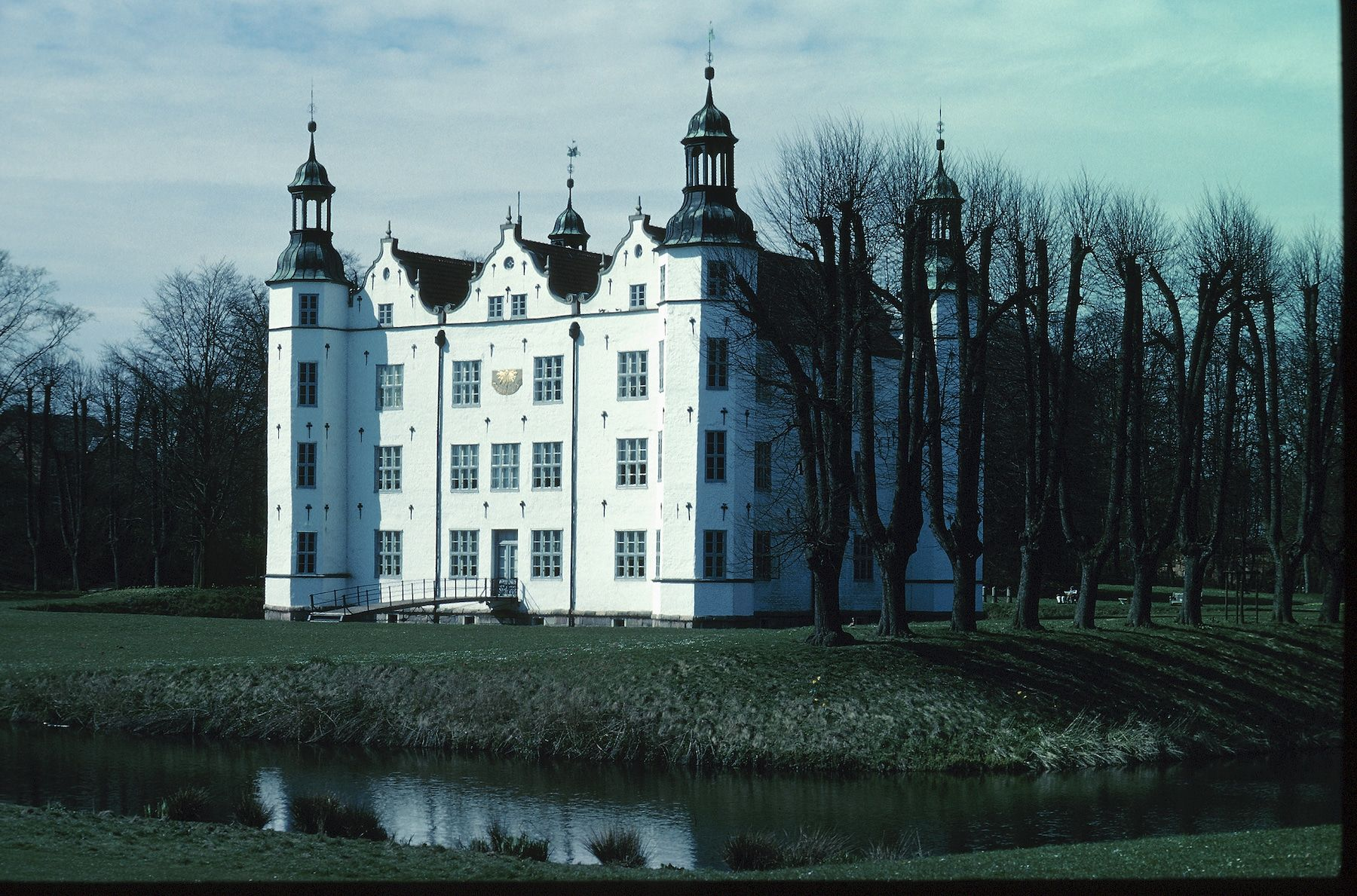 Die 16 Schonsten Schlosser Und Burgen Deutschlands Skyscanner Deutschland In 2020 Burg Schloss Ahrensburg Deutschland Burgen