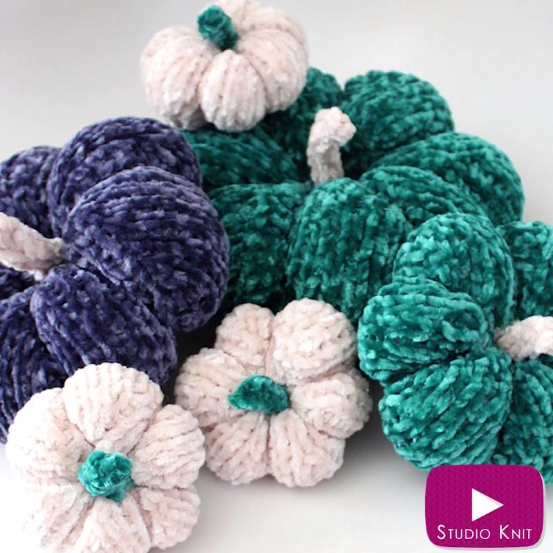 Photo of Knit up soft velvet mini pumpkins flat on straight needles.