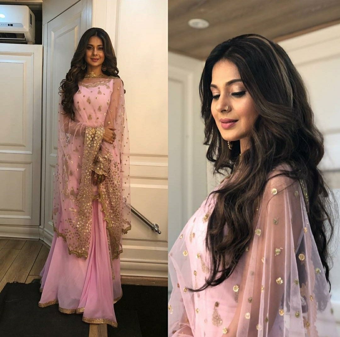 Bepanah promotions looks stunning in pink.....it's ...