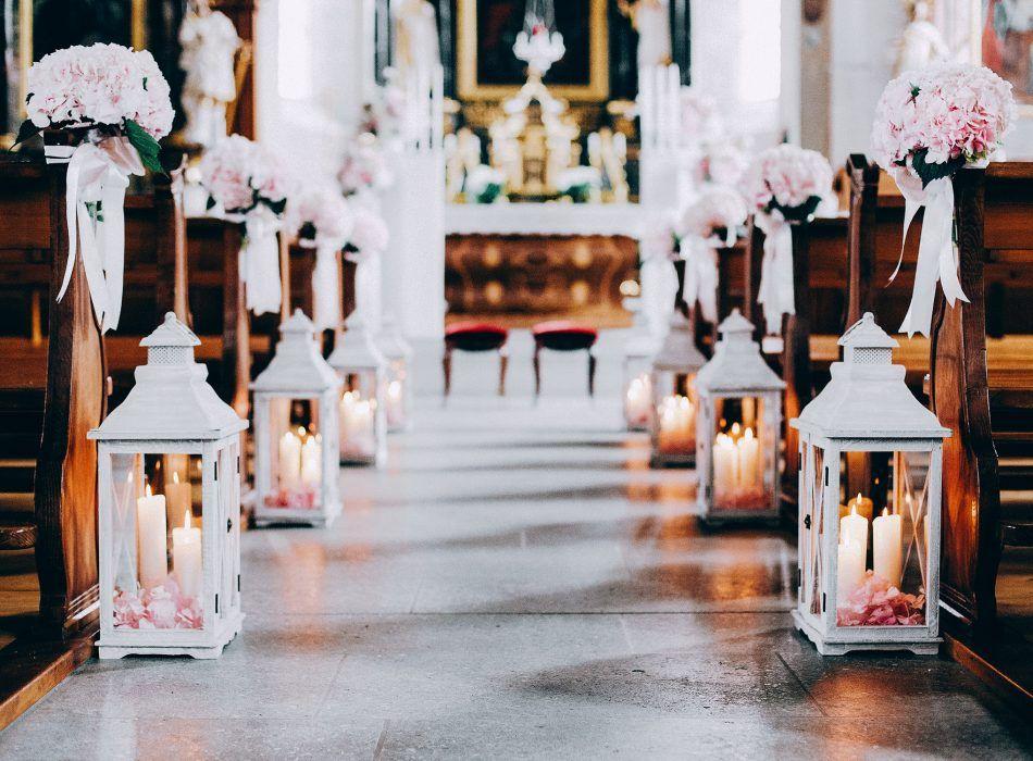 Vintage Boho Hochzeit heiraten Schweiz Zürich Bern Aarau Gstaad Tessin Kirche Blumen Tabea Maria-Lisa Hortensien Rosen Wicken Kerzenständer Laternen #decorationeglise