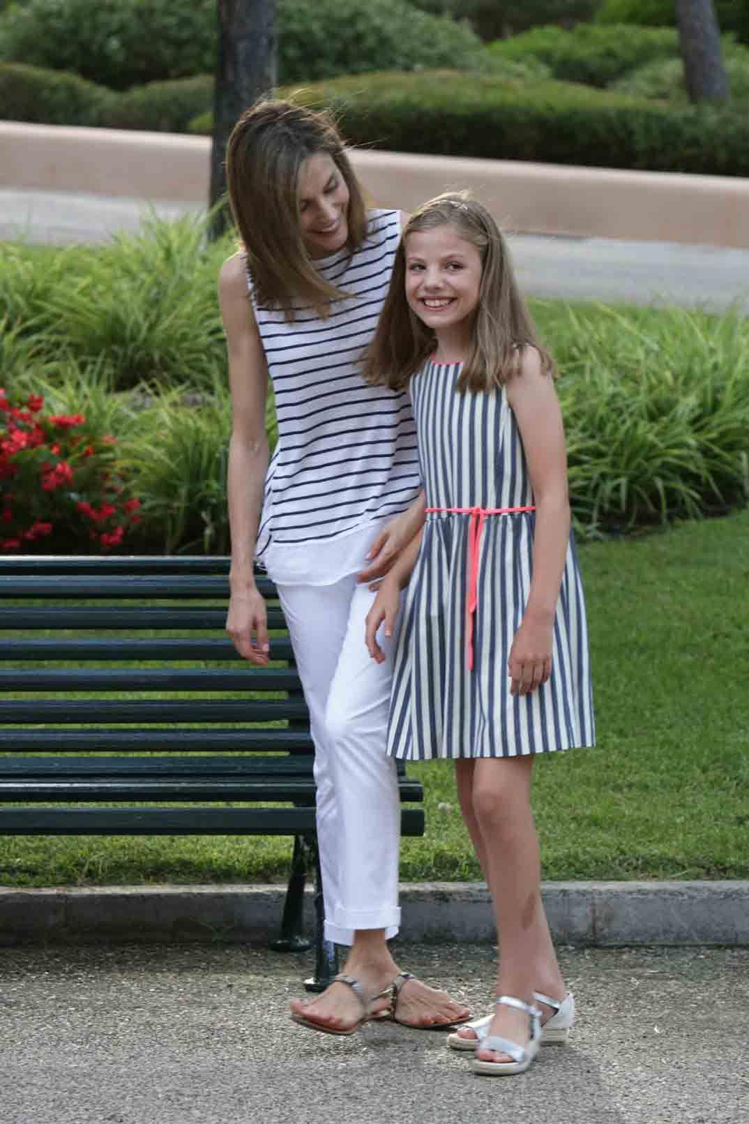 La Infanta Sofía Cumple 10 Años Las Mejores Imágenes Magazinespain Com Infanta Sofia Reina Letizia Ropa De Verano Informal