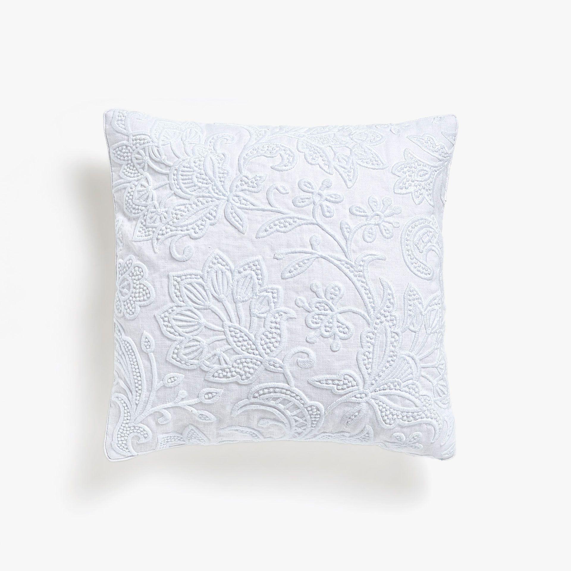 Funda de coj n bordado blanco ptico cojines decorativos for Fundas cojines zara home