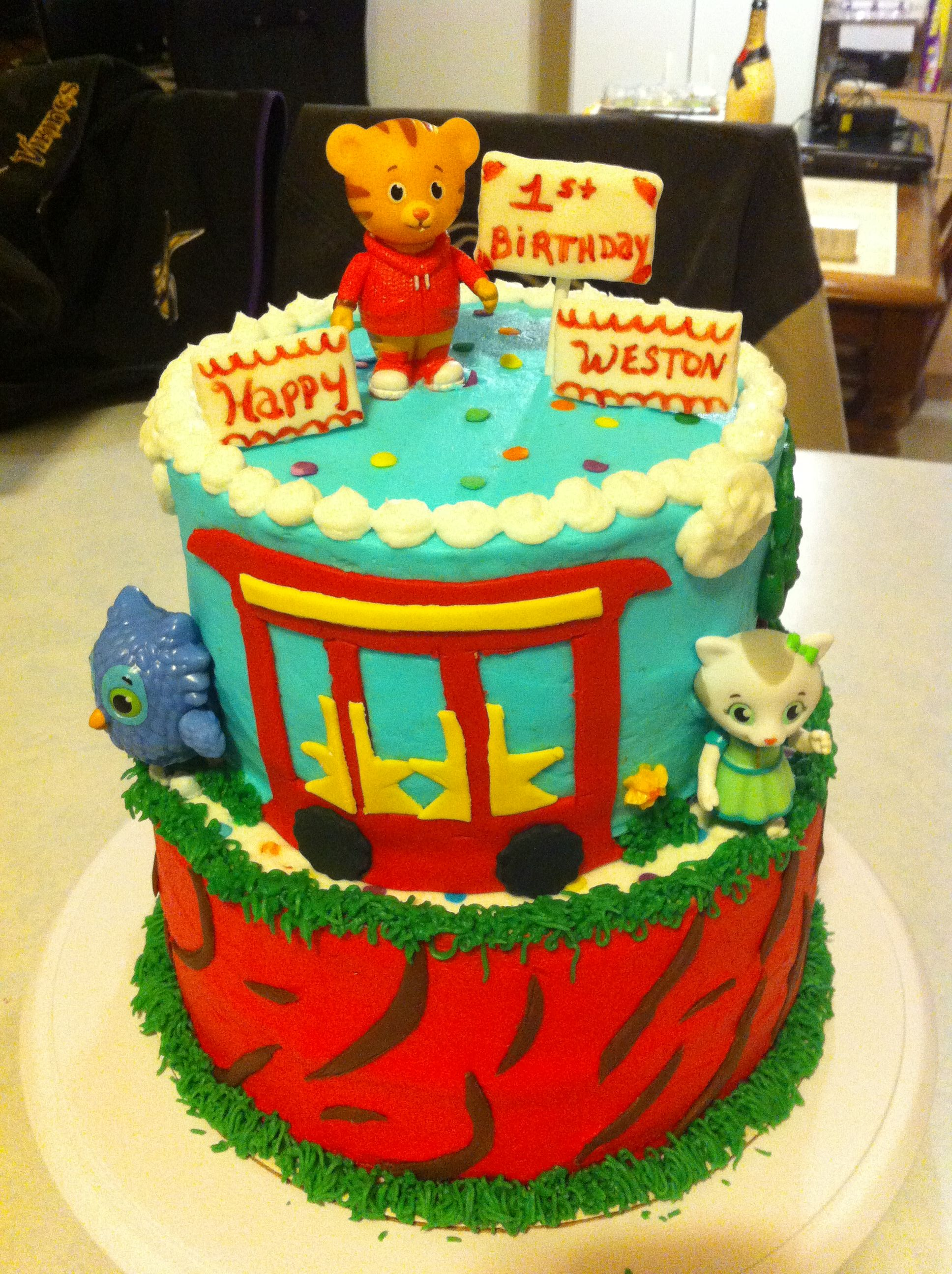 Daniel Tiger Cake My Dessert Creations In 2019 Daniel