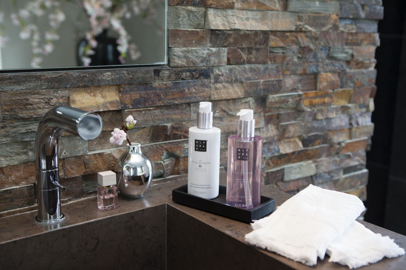 Match The Ritual Of Sakura Hand Wash With Our Hand Lotion For The Perfect Handcare Dream Team Badezimmer Toiletten Zimmer