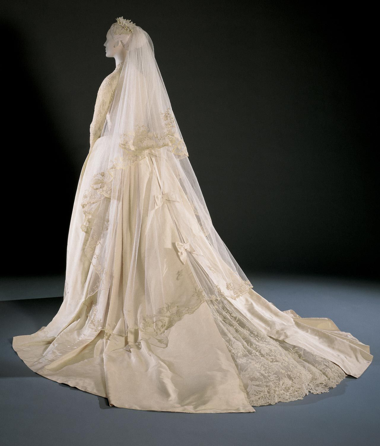 1956, America - Grace Kelly\'s Wedding Dress and Accessories by Helen ...