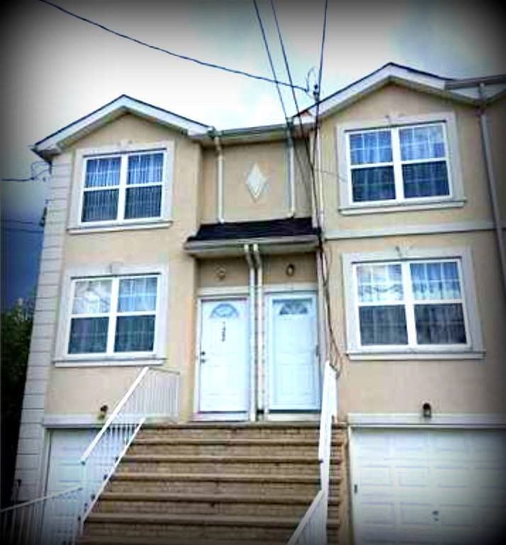 Daily Sold Home Spotlight Is On 122 Winham Avenue! Located