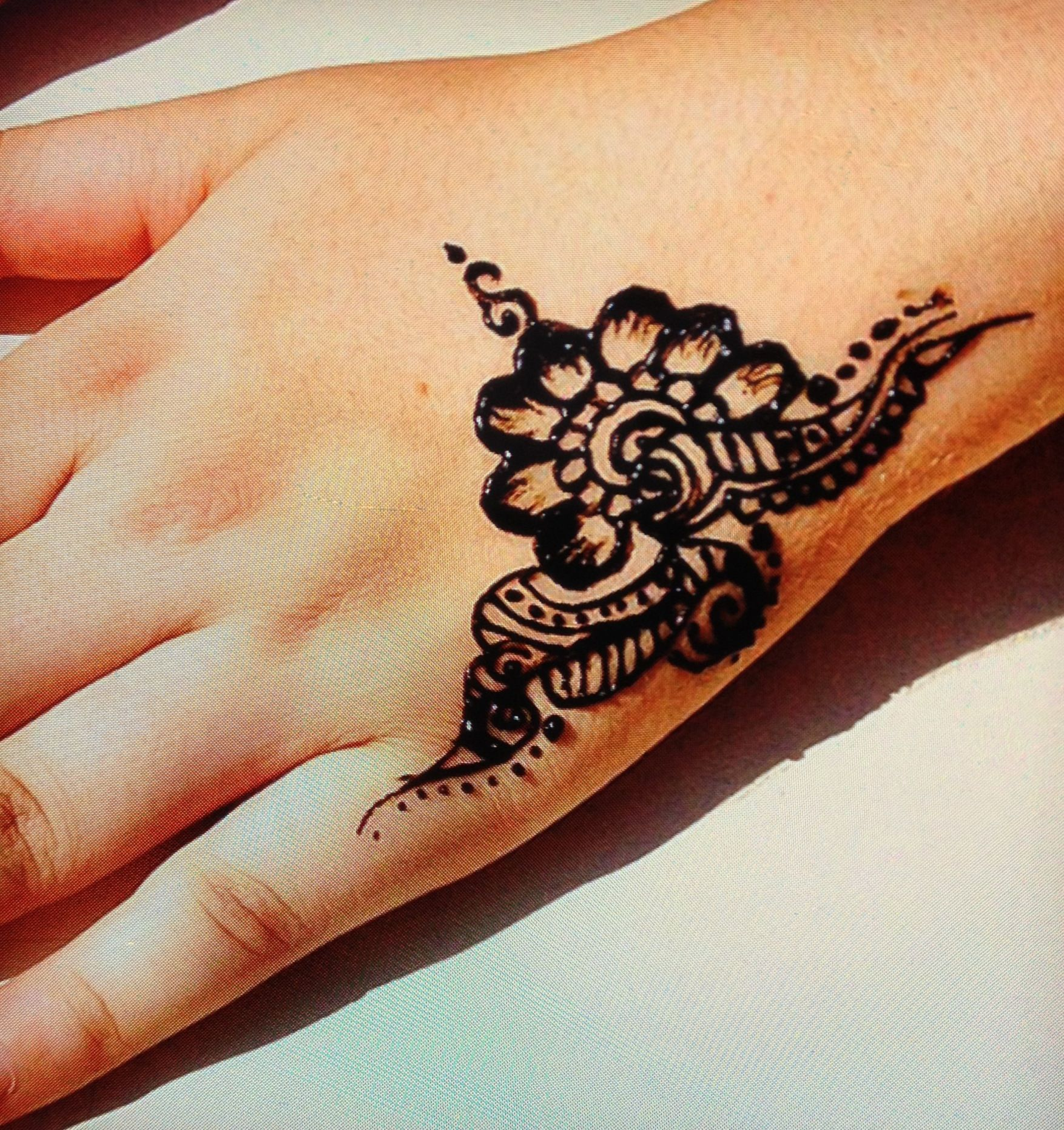 Simple tattoo ideas on wrist simple henna  inkspired  pinterest  simple henna hennas and mehndi
