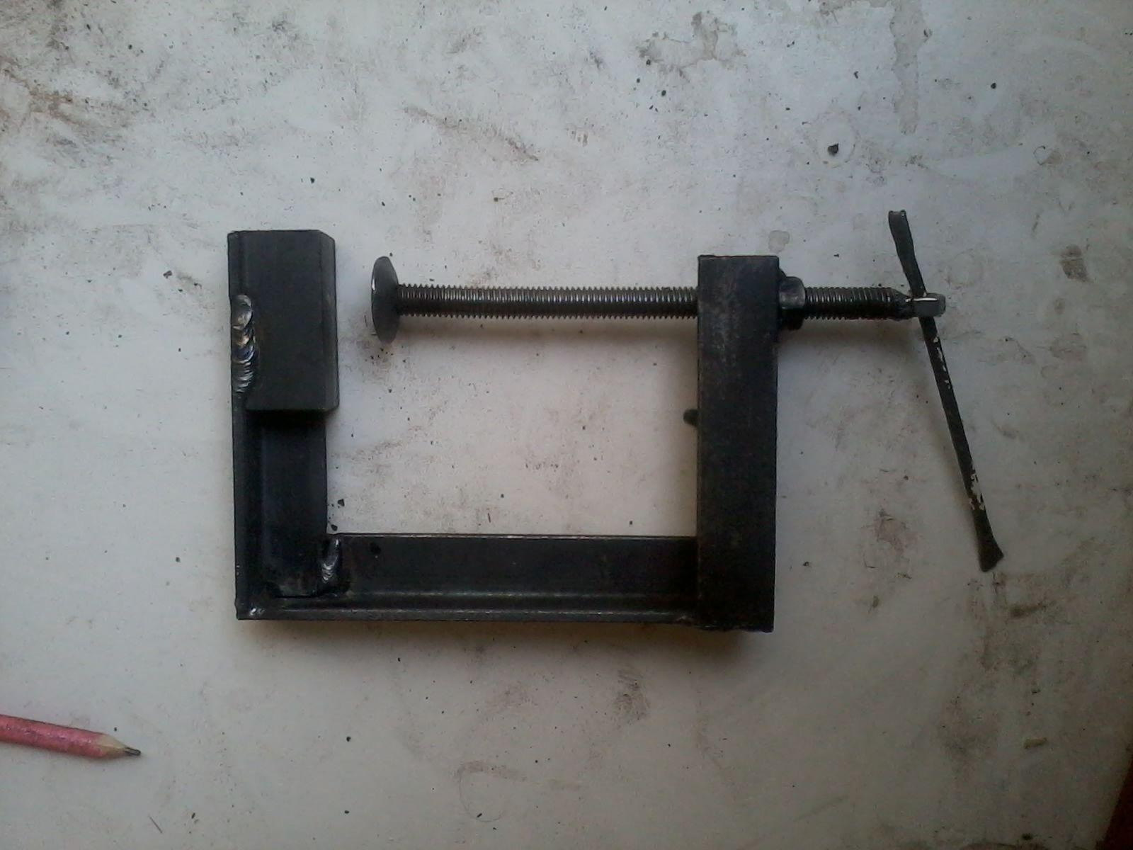 prensa casera ,realizada con hierro angulo.