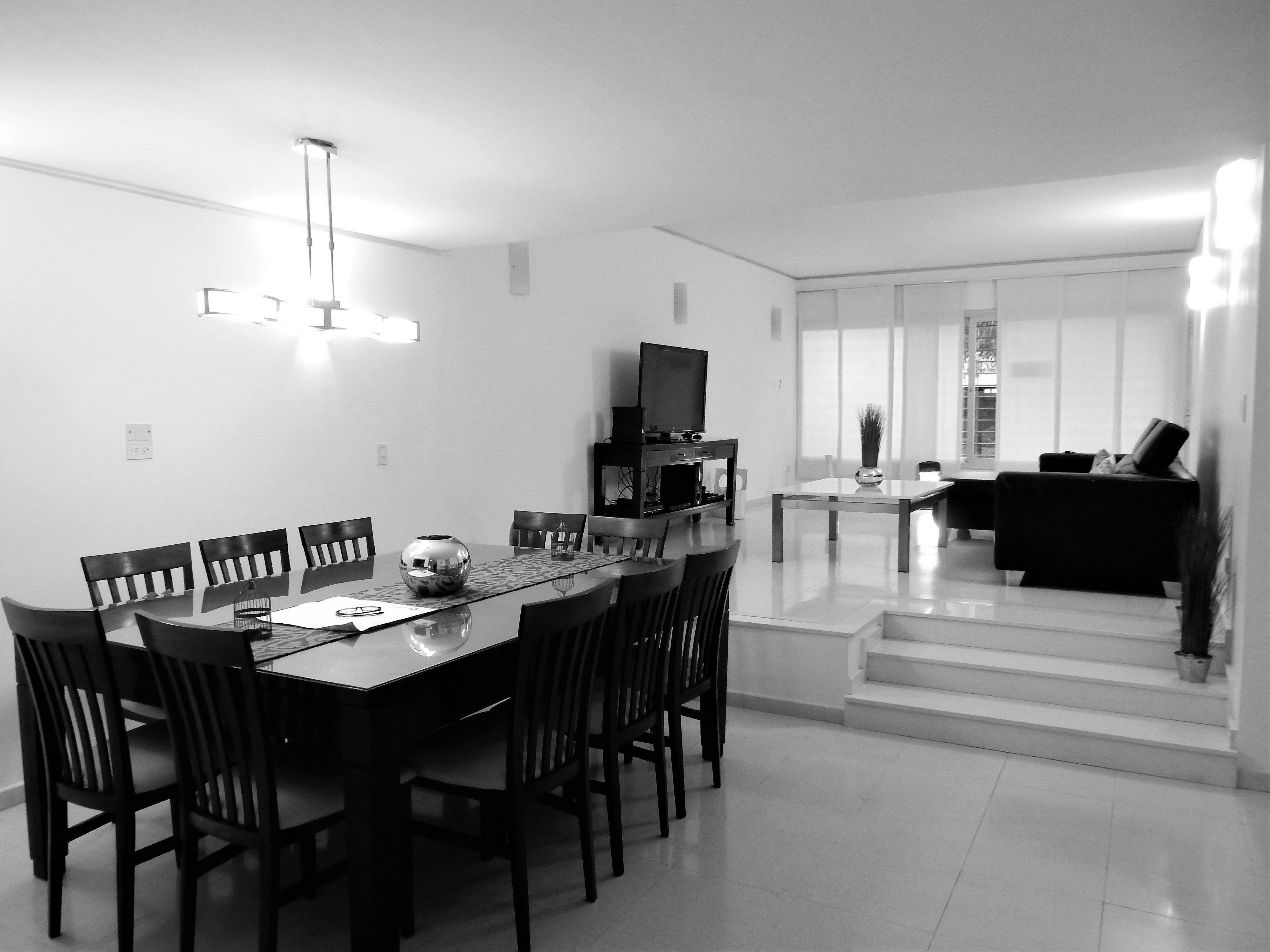 Living comedor moderno living con desnivel casa for Comedor moderno minimalista