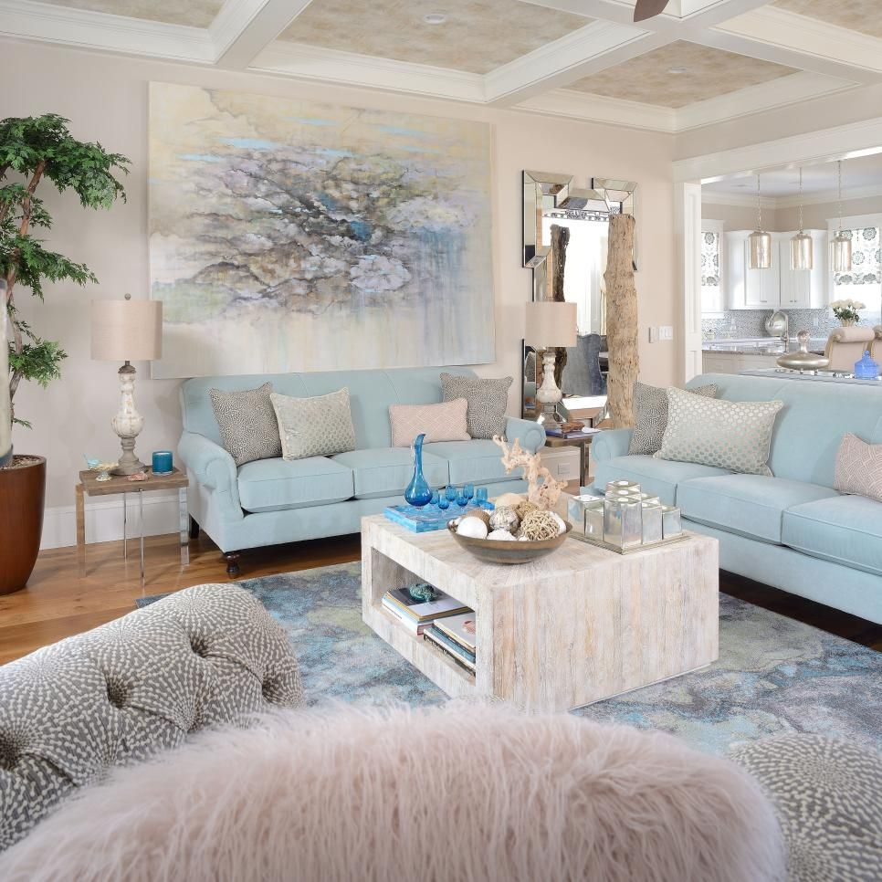 Superbe Coastal Living Room With Baby Blue Sofas #coastallivingroomsfurniture
