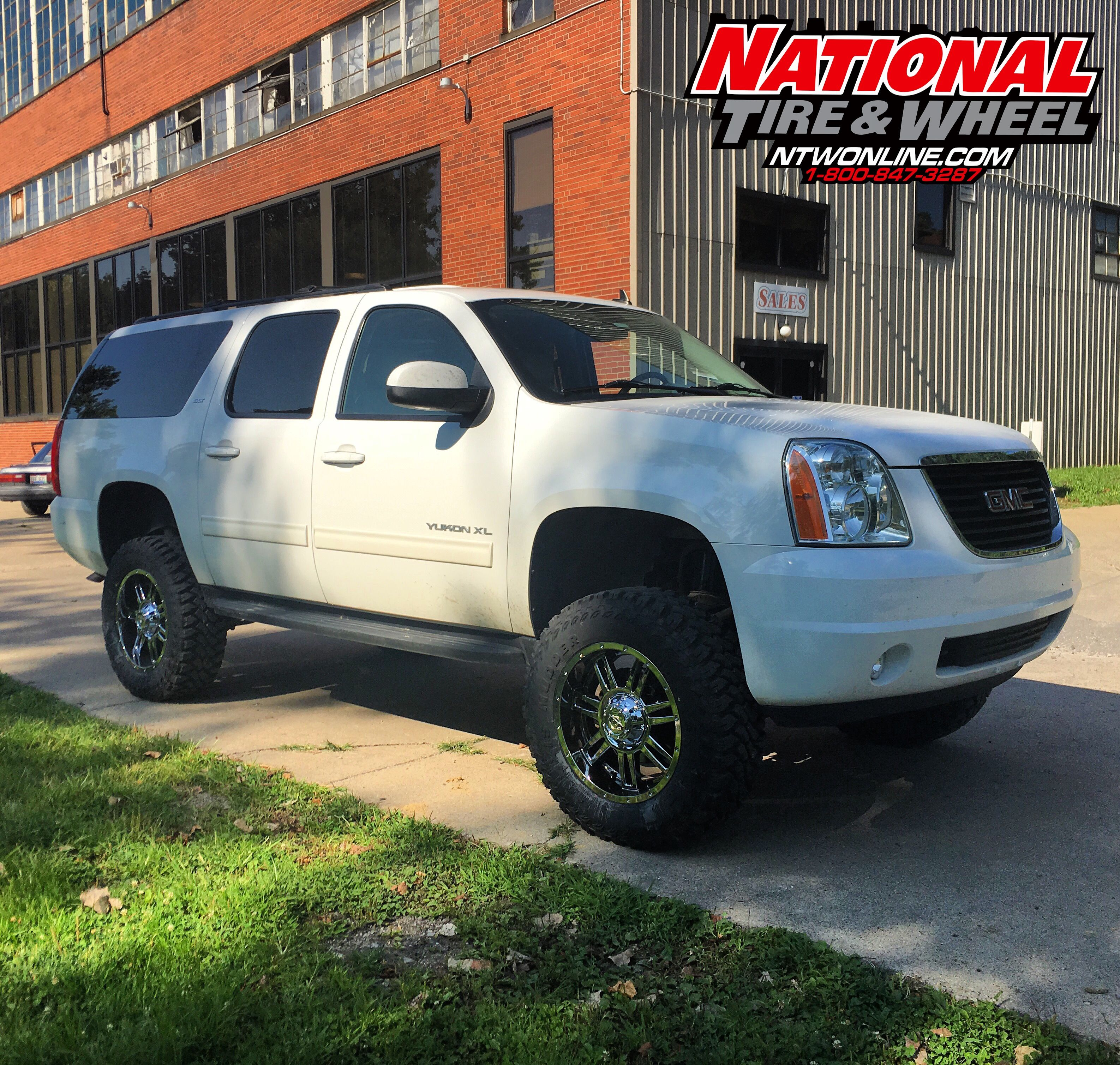 This 2015 Gmc Yukon Xl Received A 7 5in Rough Country Suspension