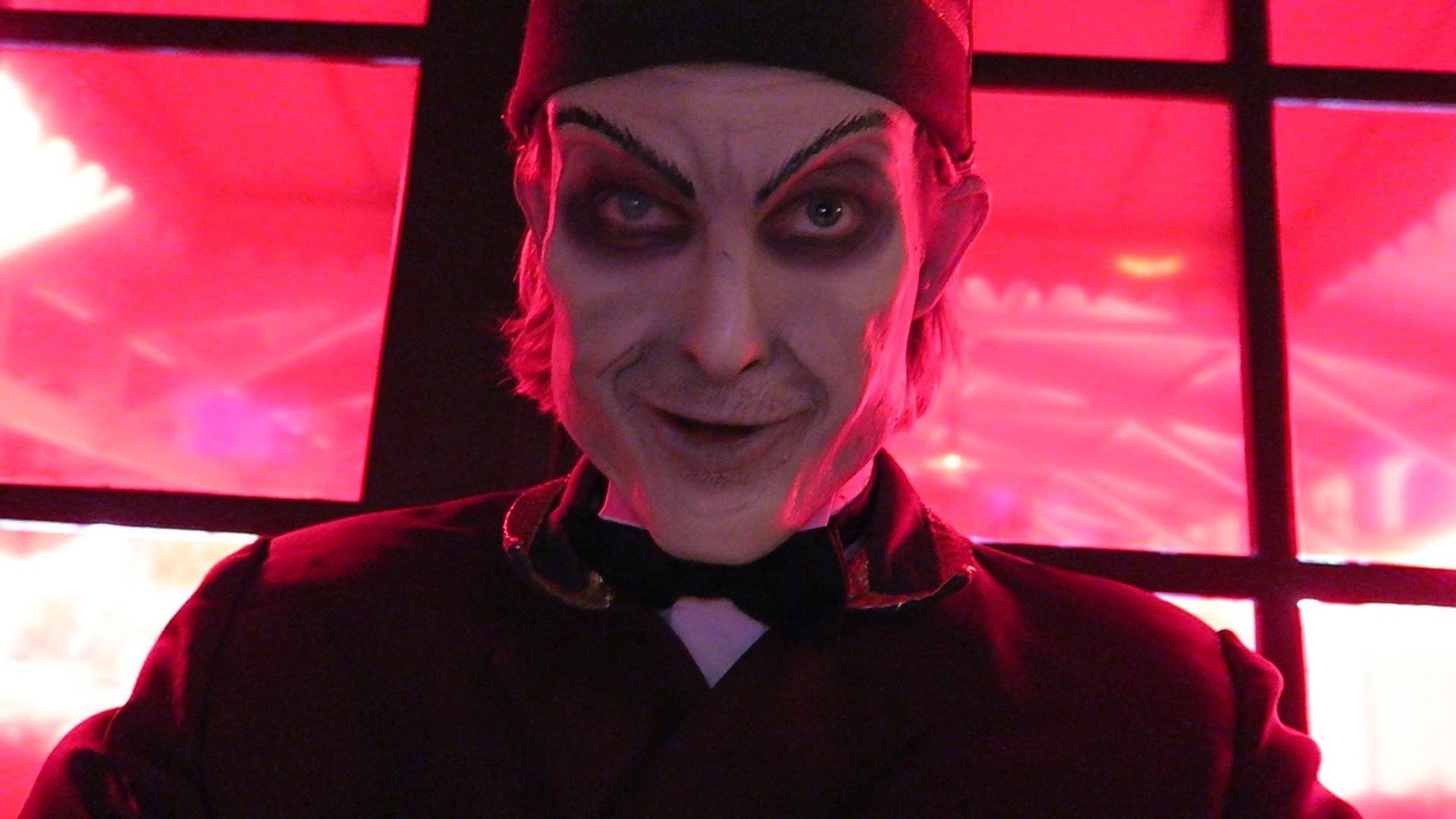 the usher took my camera at the halloween horror nights scare actor