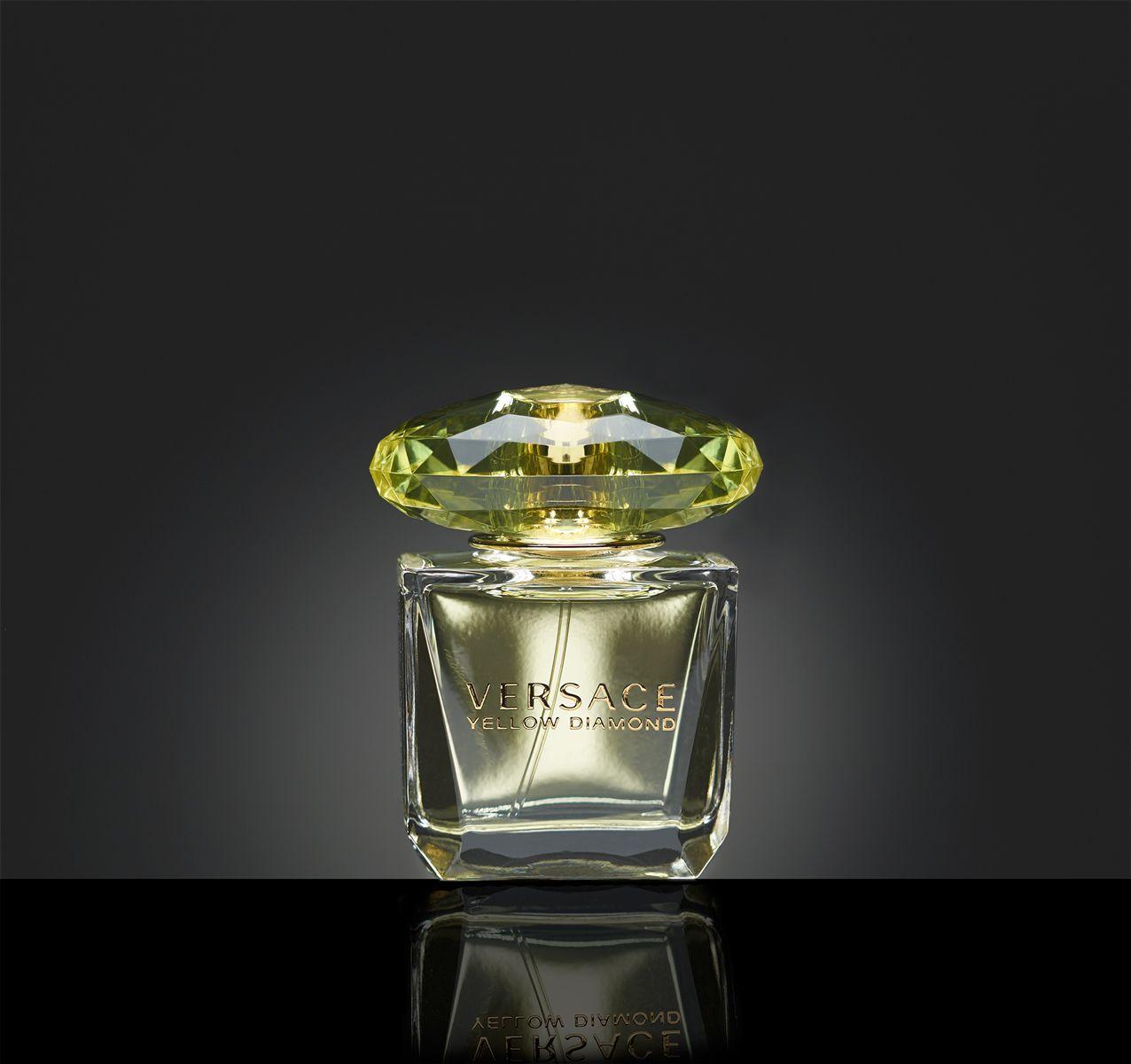 Invigde min nya blixtutrustning i helgen med att plåta Versace Yellow Diamond.