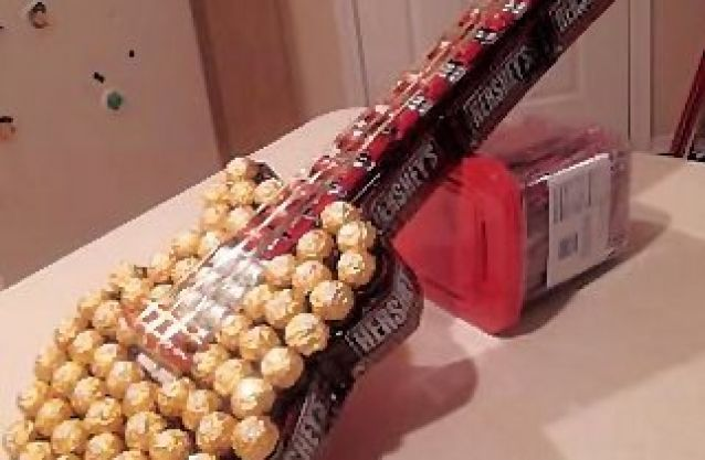 diy candy guitar gift ferrero rocher guitar gifts diy gifts gifts. Black Bedroom Furniture Sets. Home Design Ideas