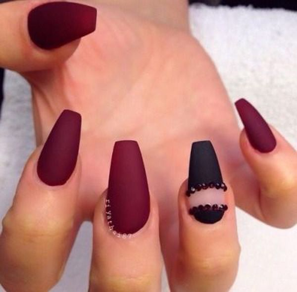 Ombre Nails Maroon And Black Ombre Nails With A Dash Of Glitter Manicure Nail Designs Nail Art Ombre Burgundy Nails