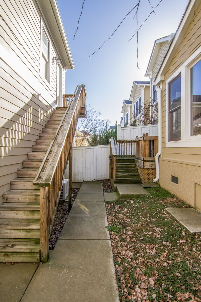 Studio apartment above detached garage. great space for a ...