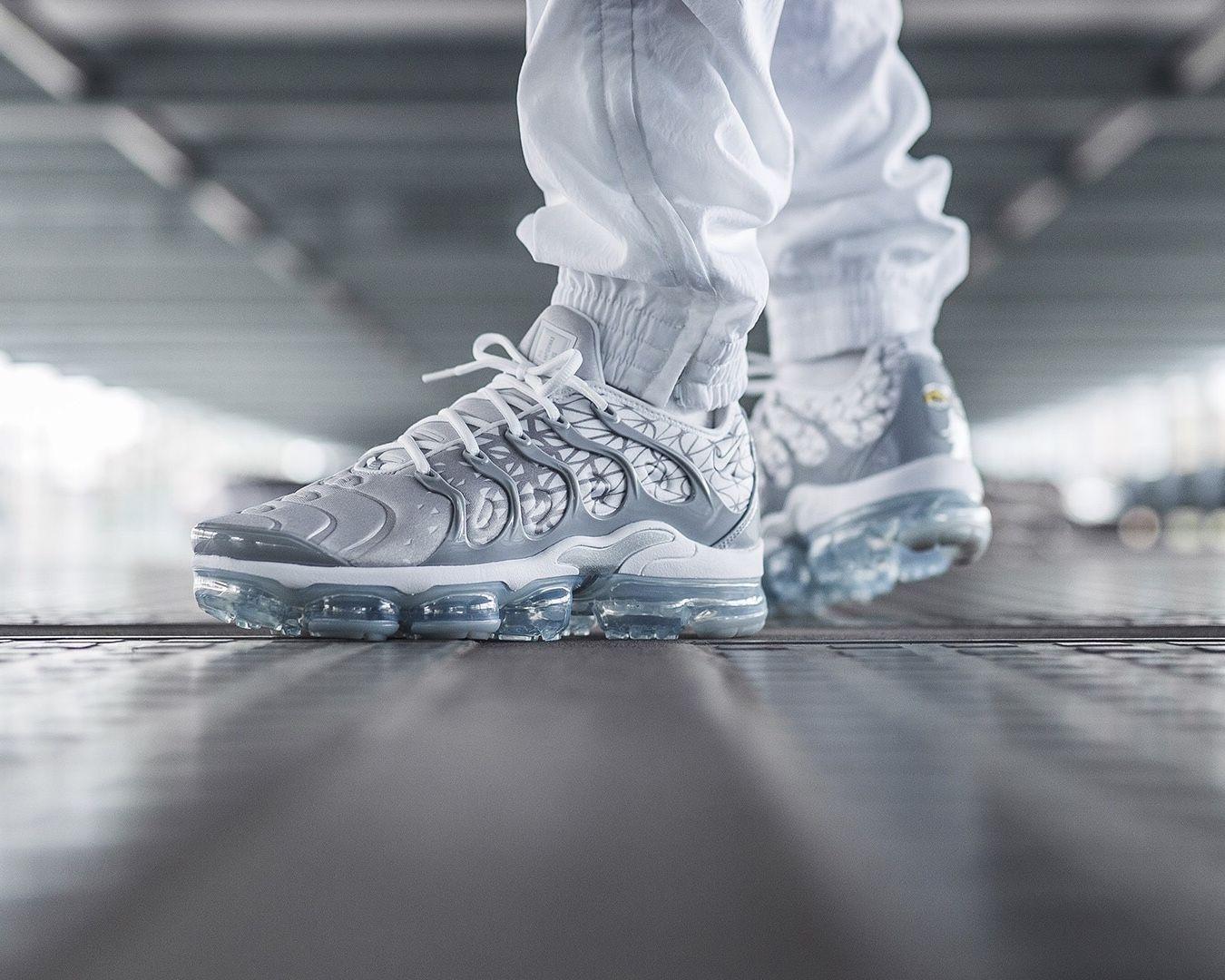 Nike Air Vapormax Plus | Nike air max plus, Chaussure homme mode ...