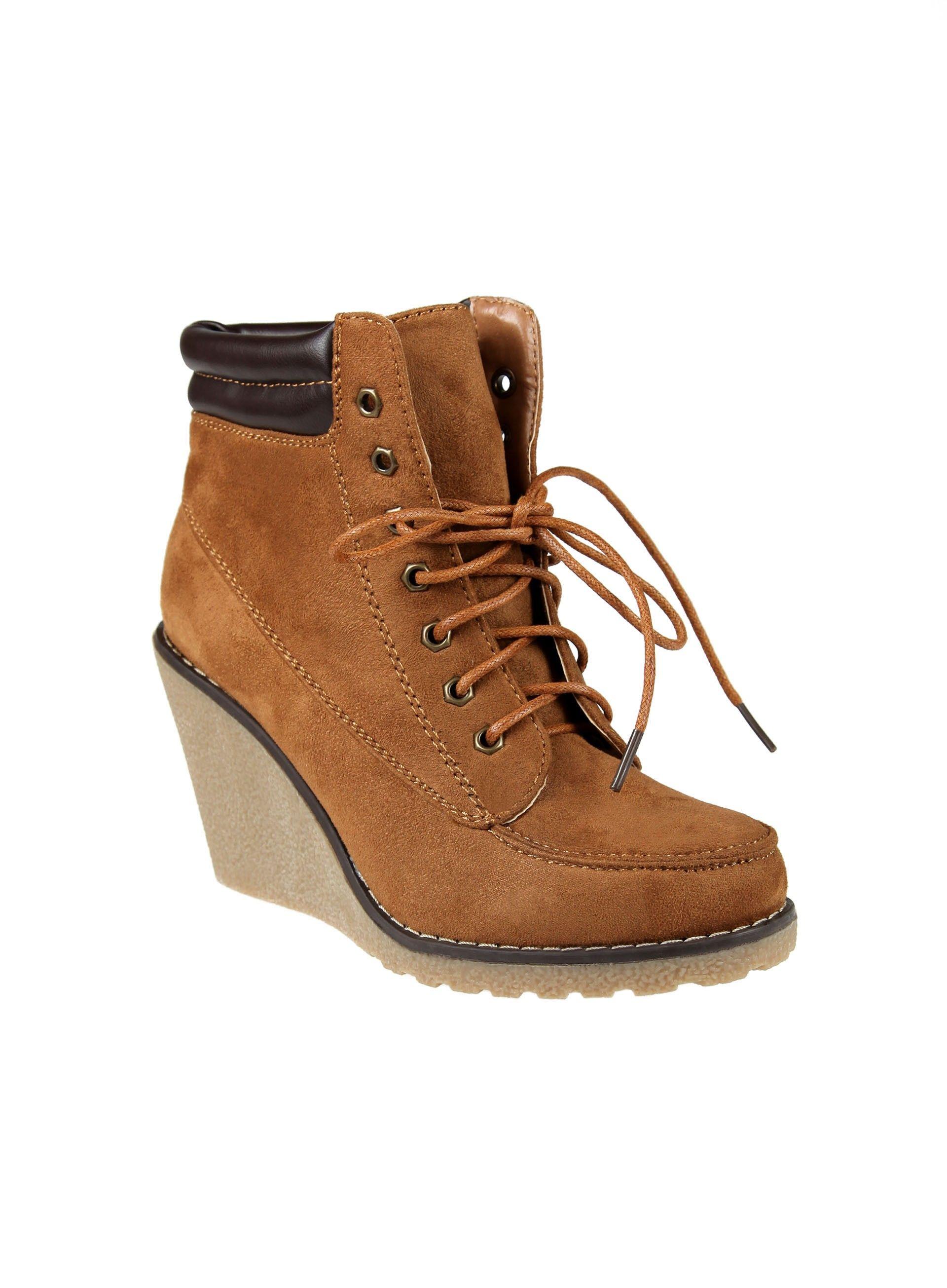 e588336bdad08 Chaussures pas cher femme. Bottines compensées à lacets et matelassé à la  cheville - FOLLIMI