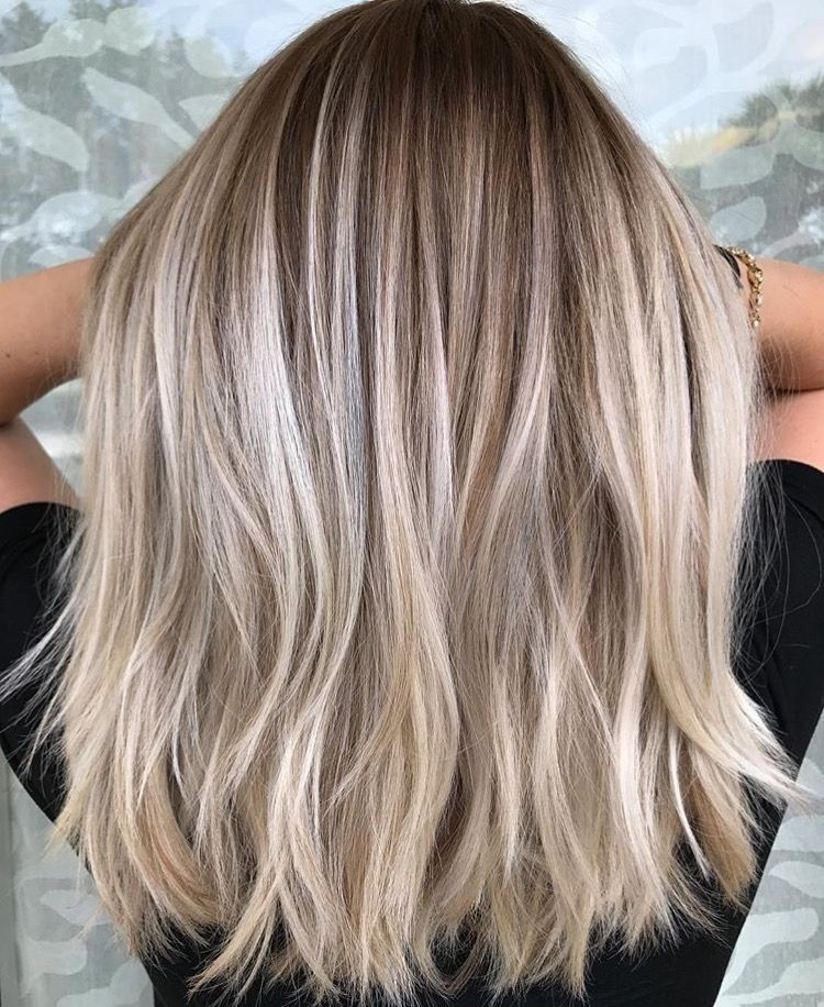 Light higlights with natural roots // #blondehair # ...