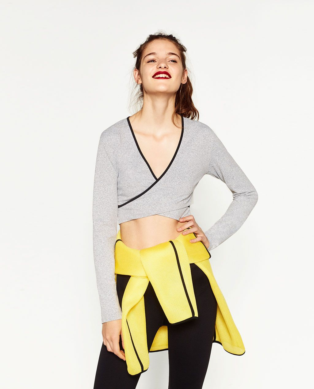 CONTRASTING CROSSOVER TOP