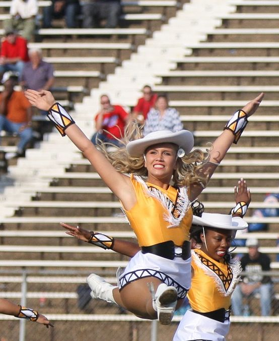 Apache Belle Jump Splits Drill Team Pictures Dance Teams Basketball Senior Pictures