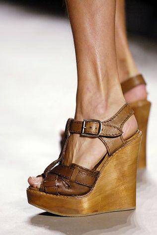 03af86e239761 leather+wood wedges~   Head Over Heels   Pinterest   Calzado mujer ...