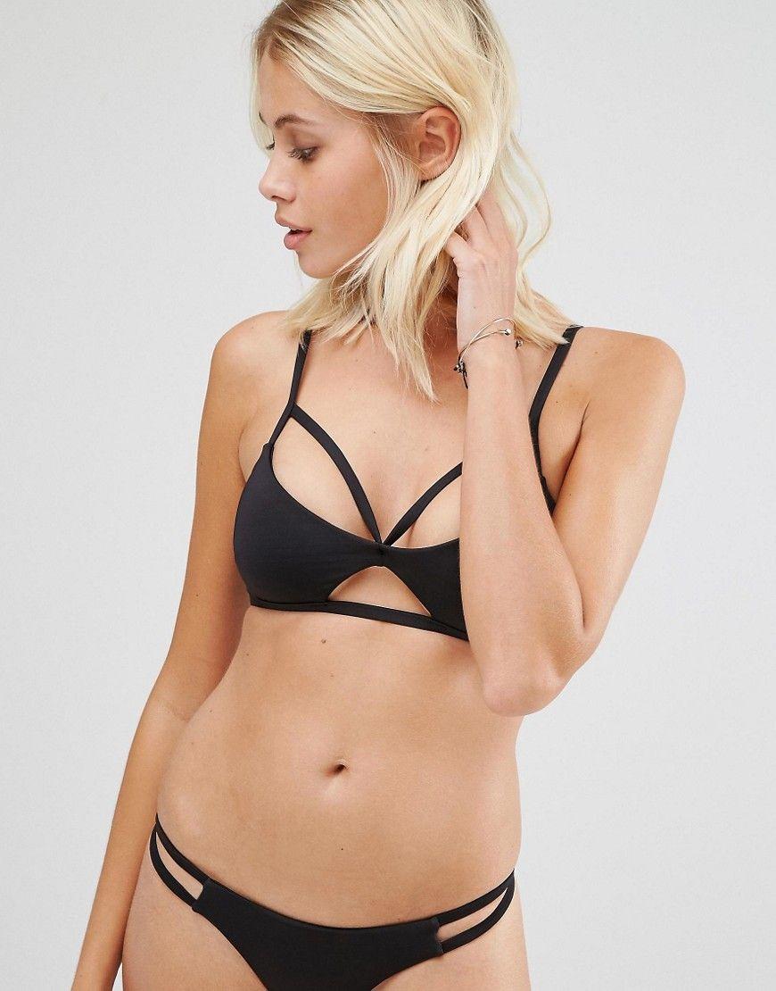 fccf13e623b Top de bikini de triángulo Malibu Crush de Blue Life. Top de bikini de Blue  Life, Tejido de baño elástico, Tiras con diseño enrejado, Detalle de  aberturas, ...