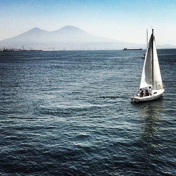 Sailing under Vesuvio