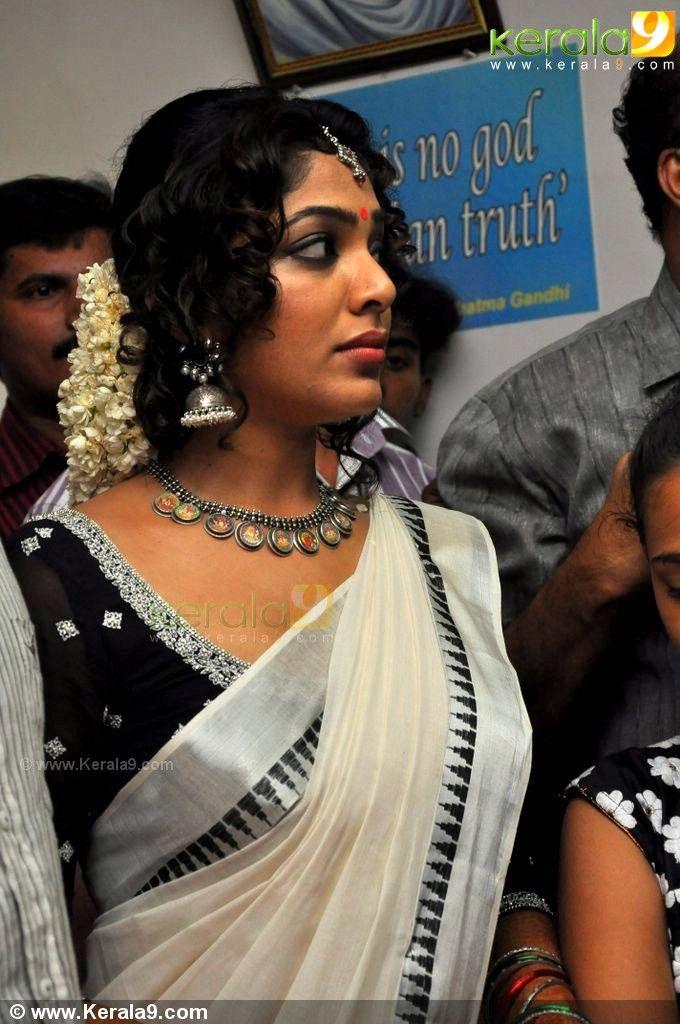 Rima Kallingal Aashiq Abu Marriage Photos Kerala Saree Blouse Indian Actress Hot Pics Indian Actress Gallery