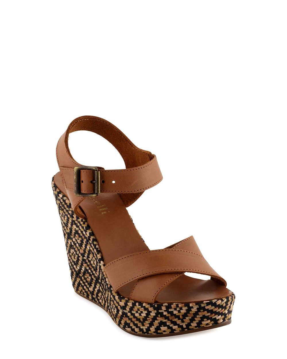 37c7dba029b Quelles chaussures femme arborer cet été   On mise sur les sandales  compensées  les chaussures compensées offrent un meilleur confort et plus  de stabilité.