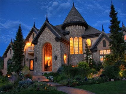 Draper Utah Castle I Used To Live Right By This Castle House Plans Castle House House Styles