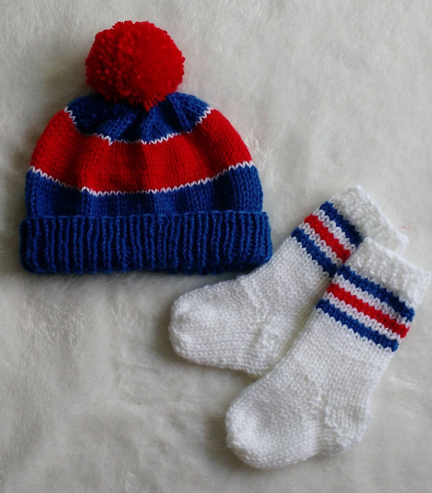 Knitting Set : Baby gift set boy knit hat pom coming home