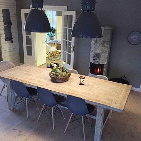 Fin de journée ! Entre boulot et blog ca y est je remballe l'heure est au Resto en amoureux je vous souhaite une belle soirée avec cette belle salle à manger chez @bonaturlig ! ⭐️✨ #inspiration #interior4all #intérieur #interior4you #blogdéco #blogger #scandinavian #scandinave #scandinaviandesign #déco #decor #design #décoration #maison #ambiance #cocooning #photodujour #home #shabbychic #shabby #pastel #salleamangercocooning Fin de journée ! Entre boulot et blog ca y est je rembal #salleamangercocooning