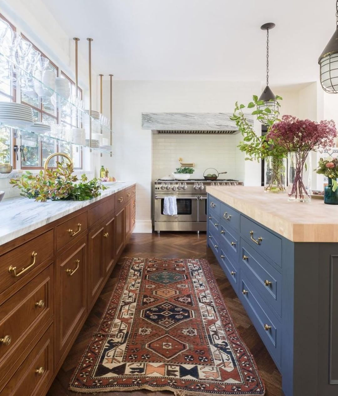 Mixing Cabinet Colors And Countertops Are Done So Beautifully In This Kitchen Design By Katiehackworth Interior Design Kitchen Eclectic Kitchen Kitchen Trends